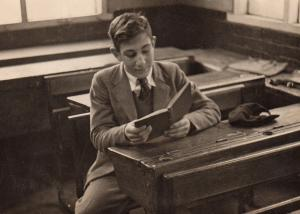 Pupil, Bernard Bloom in 1944 in the classroom